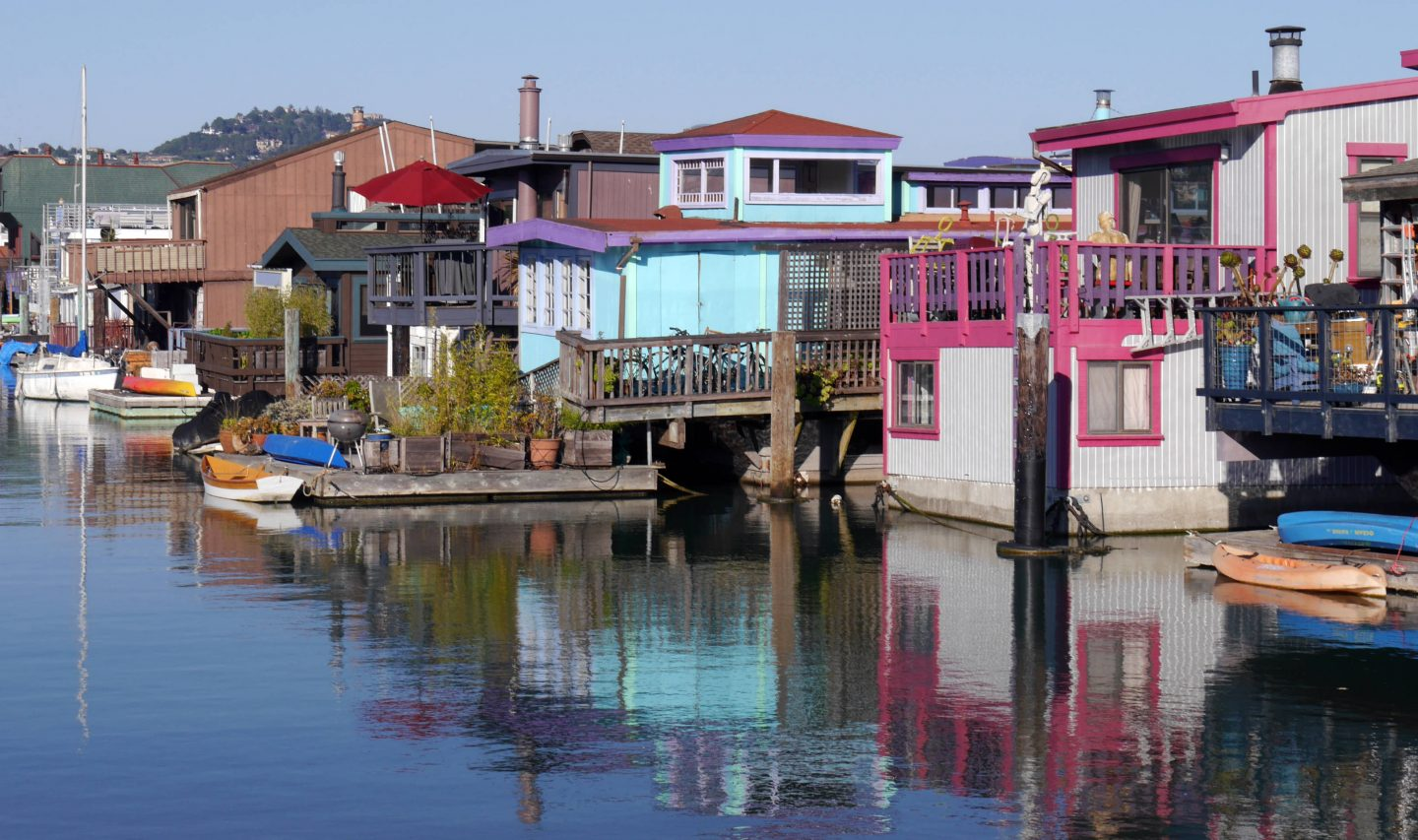 Sausalito – House Boats in front of the Gates to San Francisco
